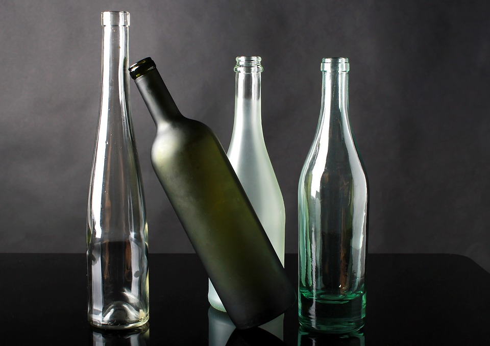 How to photograph transparent bottles?