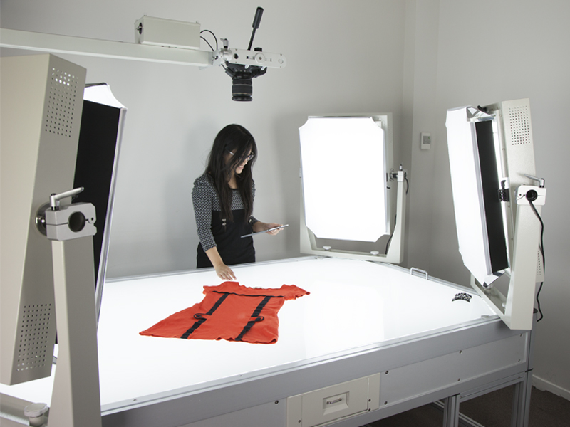 Packshot light table for fashion products and accessories