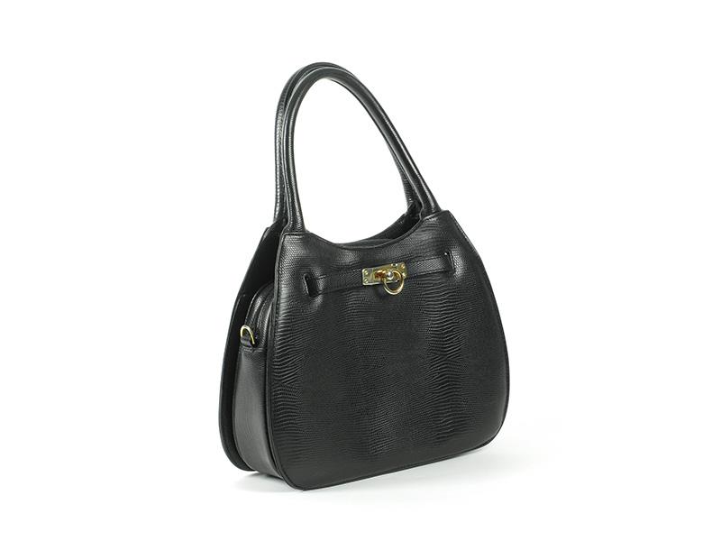 How to photograph a handbag?