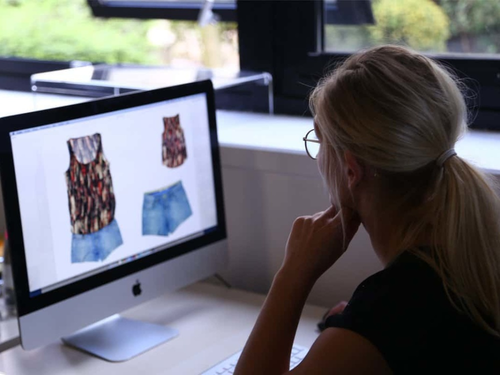 Fashion ecommerce photo communication