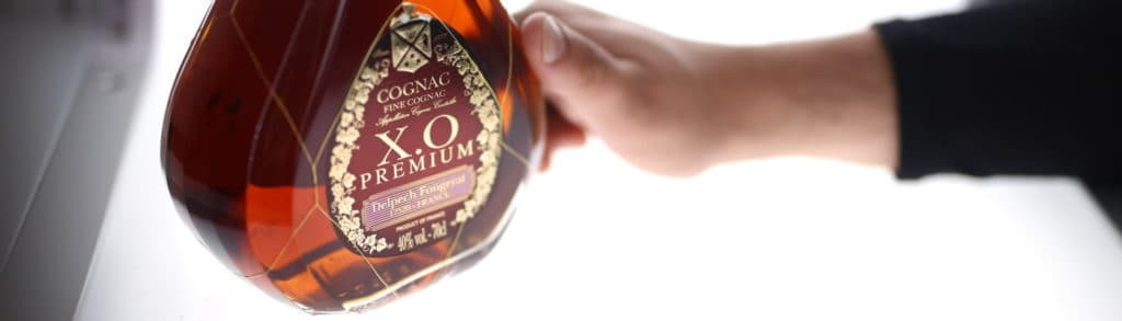 how to photograph a bottle with an automated photo studio